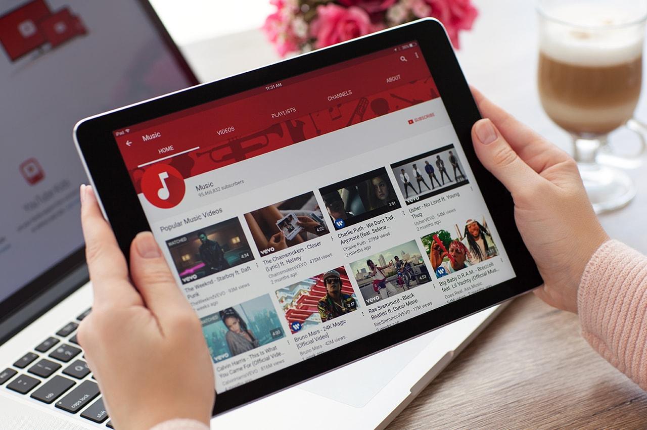 YouTuberタイアップは効果アリ!?メリットと相性の良い企業分野を解説