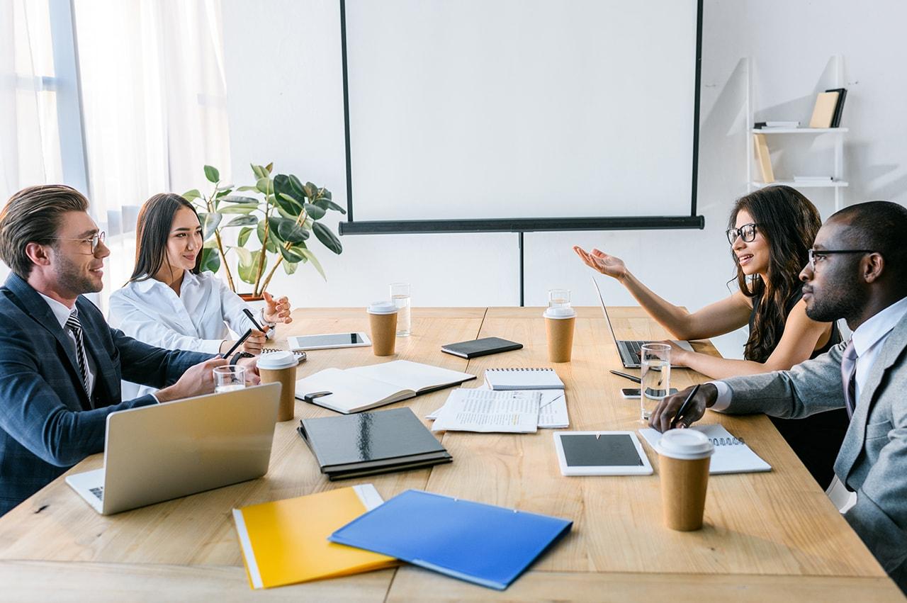 クリエイティブな現場で同僚や先輩と打ち解ける方法