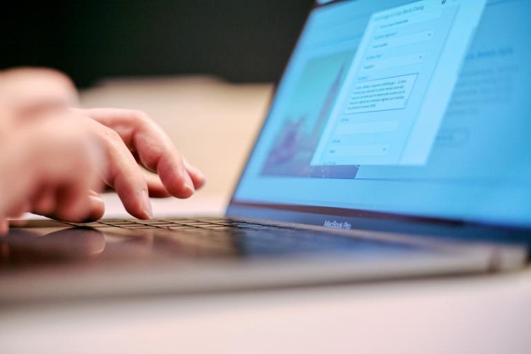 使いやすい問い合わせフォームで顧客流出を防ぐ!EFOの実践方法