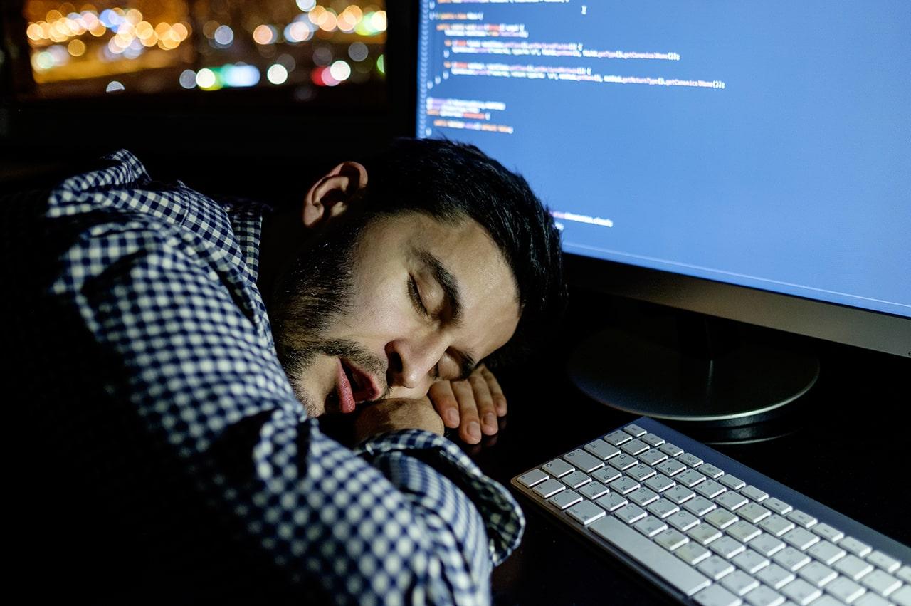 プログラミングスクールはなぜ必要ないと揶揄されるのか?プログラミングスクールを経て絶大に稼ぐプログラマーになるために