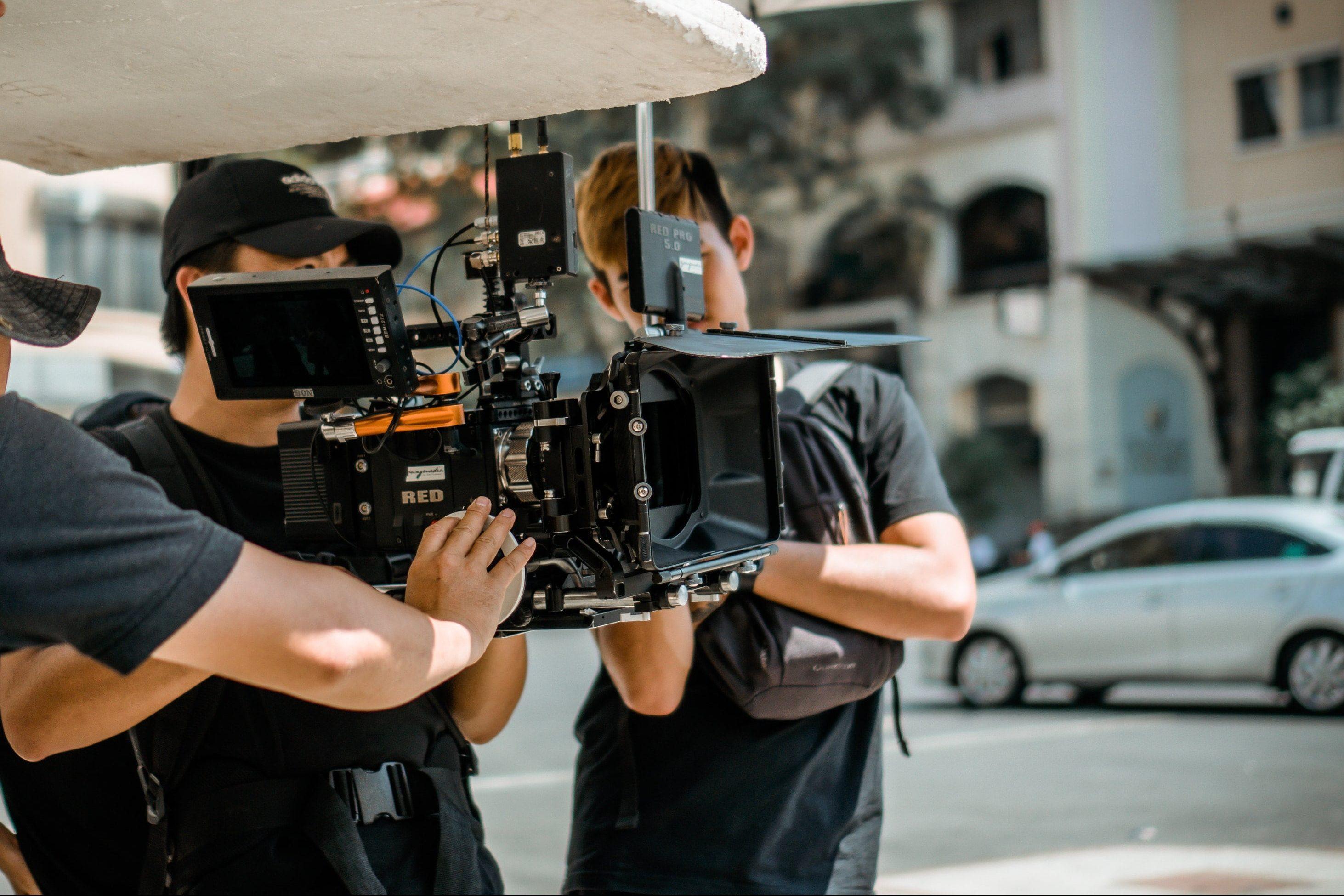 映像クリエイターに必要な機材とは?揃えておきたいアイテムを解説!